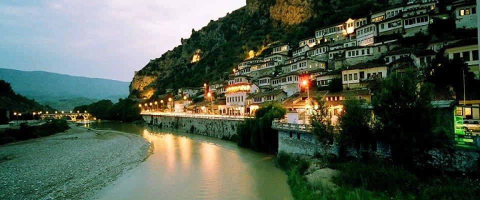 voce aquila albania berat museo onufri