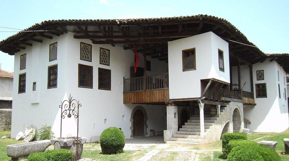 voce aquila albania musei scutari