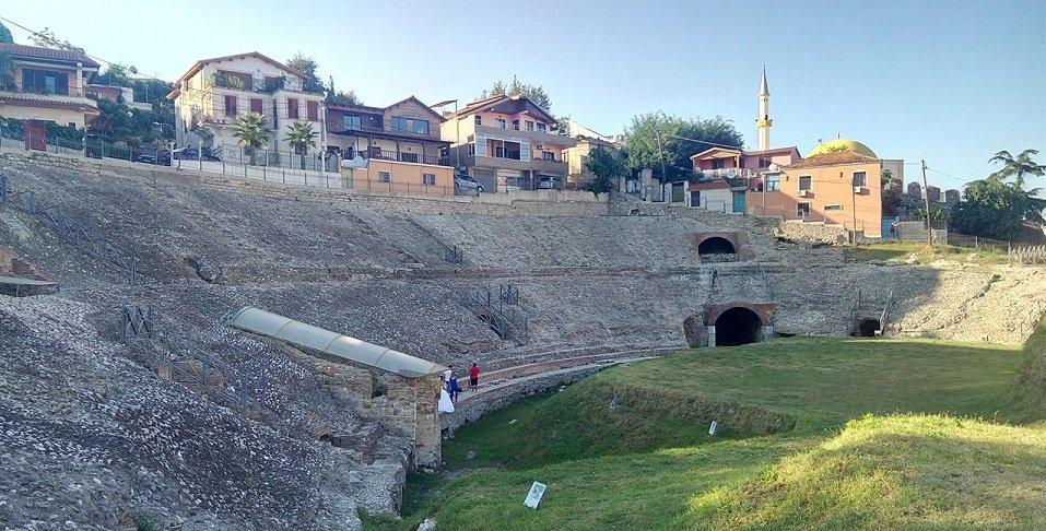 voce aquila albania anfiteatro durazzo