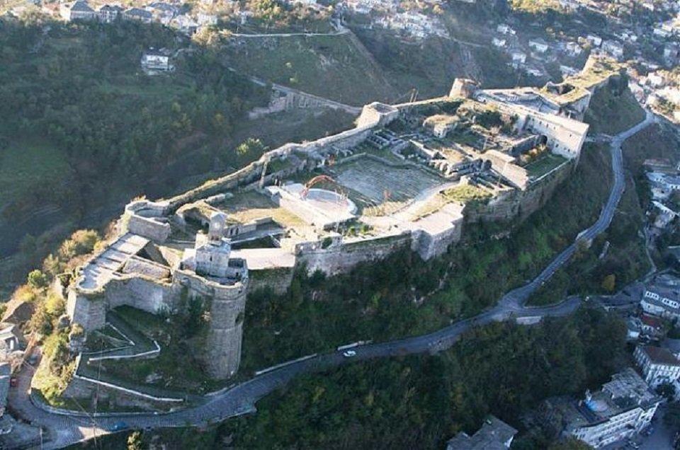 voce aquila albania turismo castelli 3D