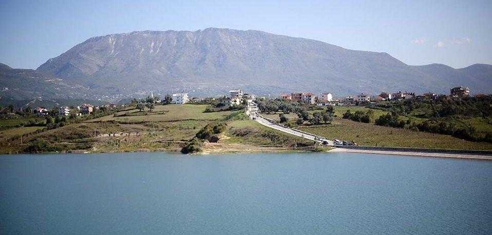 voce aquila albania lago farka