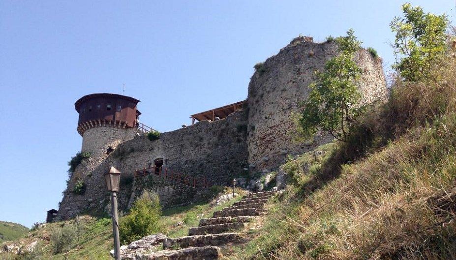 castelli di tirana, castello_petrela